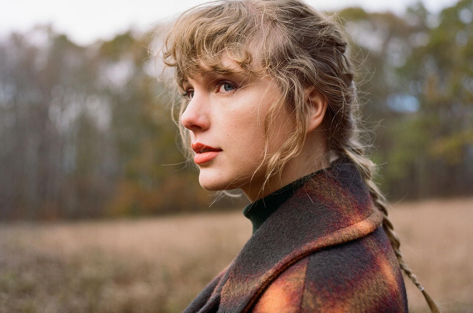 "Taylor Swift izbacila novi album / Oduševila fanove novim albumom ""Evermore"""